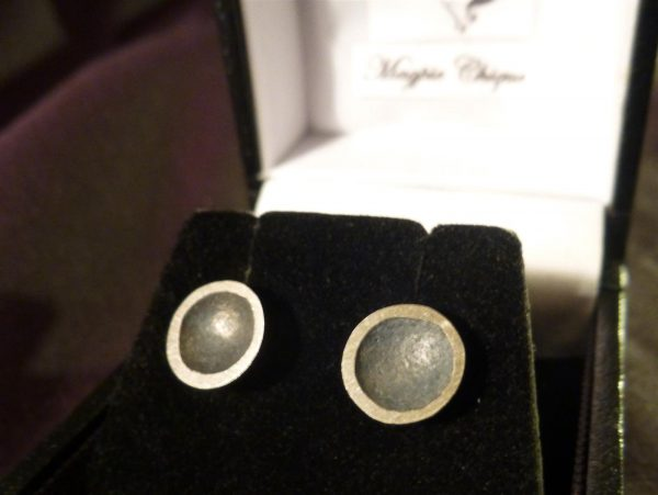LS13 Liz Simmons Silver Reticulated concave dome oxidised stud earrings 9mm