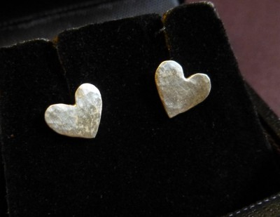 Item 09 silver small heart studs