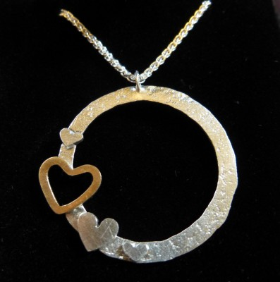 Item 14 silver heart circle necklace