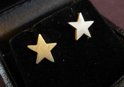 Item 20 Silver star stud earrings