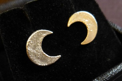 Item 22 Silver moon stud earrings